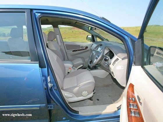 Nissan Evalia vs Toyota Innova front Innova