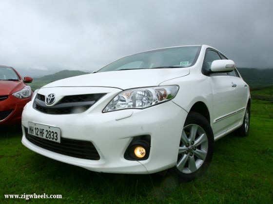 Toyota Corolla Altis exterior