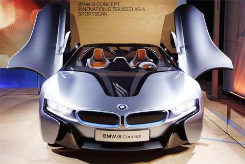 BMW i8 Concept Spyder hybrid gas/electric car