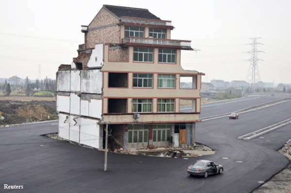 Stuck in the road: House that China is unable to remove