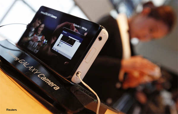 Samsung Electronics' Galaxy Camera is displayed during its launch event at the company's headquarters in Seoul November 29, 2012.