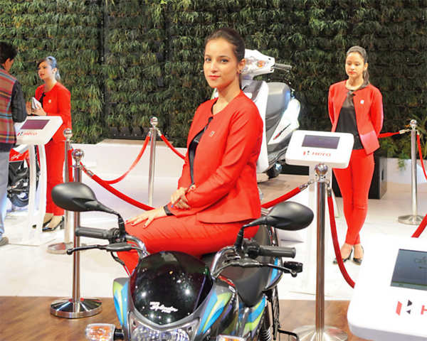 From head honchos to celebrities and sundry amblers, Auto Expo Motor Show has it all