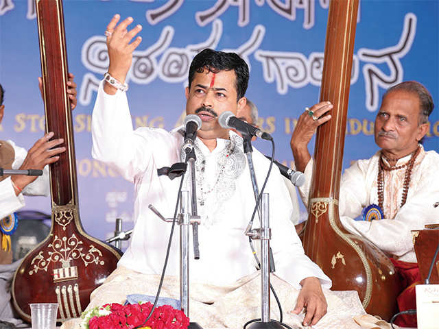 Prasanna Madhav Gudi, the son of Pandit Madhav Gudi, sings nonstop for 29 hours to break his own record