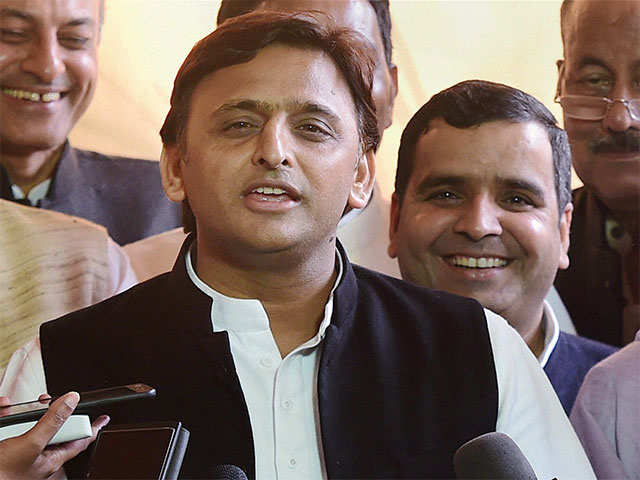 'Rebel' Akhilesh Yadav ready to break the shackles, likely to campaign alone