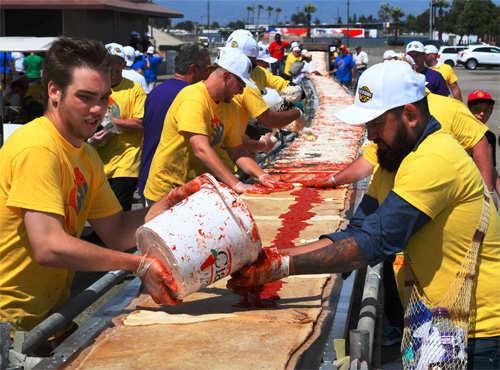 Two kilometre pizza made in California