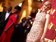 Stars shine at the Oscar red carpet