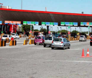 Punjab and Haryana High Court on Thursday allowed the expressway contractor to collect toll from commercial vehicles with immediate effect.