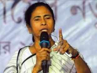 TMC chief Mamata Banerjee launched a blistering attack on PM's economic policies and threatened to move a no-trust govt against the Centre.