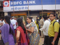 HDFC Bank, country's No 3 lender, met forecasts with a 30 per cent rise in quarterly profit, led by stronger loan growth, better fee income and stable net interest margins.