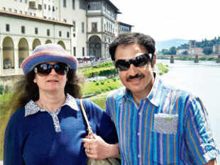 Vikas with wife Anuradha in Florence, Italy