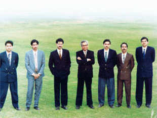 Aditya Birla and Kumar Mangalam Birla (fourth and third from left) pose with the Group&rsquo;s five executive assistants in 1994. Suresh Sodani is on the far right.<br><br> Sodani is among those CEOs who did a stint as an EA to a famous chairman before going on to occupy the corner room.