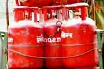 Govt came under renewed pressure to revisit the cap on subsidised LPG cylinders at a brainstorming meeting of the ruling Congress on Friday.