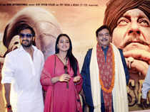 Bollywood actors Ajay Devgn, Sonakshi Sinha and Shatrughan Sinha at a promotional event of the film 'Son of Sardar' in Patna. (PTI)