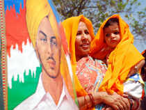 A Pakistani government committee has endorsed the renaming of a roundabout in Lahore after freedom fighter Bhagat Singh despite stiff opposition from extremist groups like the Jamaat-ud-Dawah.