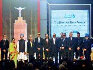 Prime Minister Manmohan Singh with the winners of The ET Awards for Corporate Excellence 2012