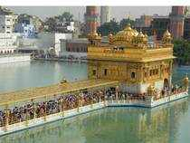 Braving early morning chill, the devotees made a beeline at the Golden Temple in Amritsar, Talwandi Sabo, Anandpur Sahib and other Gurdwaras.
