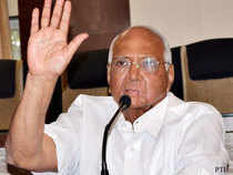 Government has rejected a top foodgrain pricing panel's recommendation for keeping unchanged the minimum rate to be paid this year to wheat farmers at Rs 1,285 per quintal, Agriculture Minister Sharad Pawar said today.