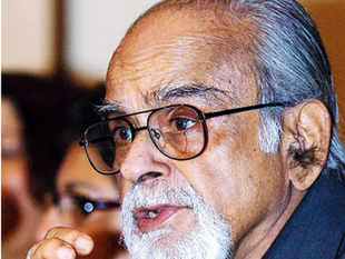 Former Prime minister Inder Kumar Gujral, who transformed India's icy relationship with archrival Pakistan during his time in government, died on Friday at the age of 92.