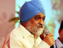 Ahluwalia said the Planning Commission alone could not do this as Dalits bodies would have to come through some concerned ministries for seeking aid and the panel would then support it.