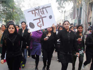 The protesters shouted slogans demanding quick justice to those arrested on charges of raping the 23-year-old para-medical student from Dehradun on Sunday night in a moving bus here.