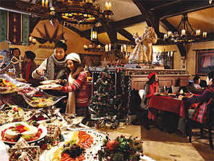 Most eateries and pubs are expecting a 100 percent increase in footfall both on Christmas and New Year. Offers targeting revellers, hope to increase profits by 30 percent to 40 percent.