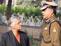 Chief minister Sheila Dikshit and Delhi Police commissioner Neeraj Kumar during cremation of Subhash Chand Tomar in New Delhi on Tuesday. (PTI photo)