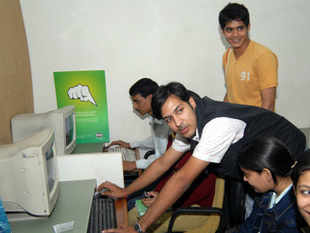 Although CAT 2012 officials announced that results will be made available from midnight, they were actually declared at 3 am on January 9, 2012.