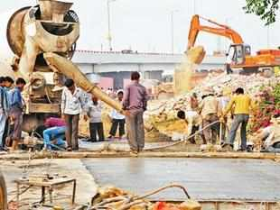 NHAI encouraging irresponsible bids, says Gajendra Haldea