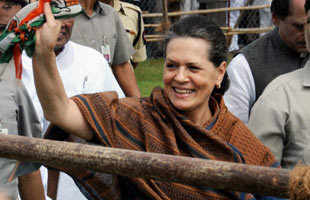 Sonia Gandhi appologies to Justice J S Verma for submitting the suggestions on changing anti-rape laws past midnight.