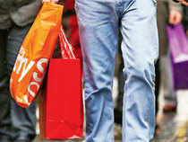Bargain hunters pushed weekly sales of several retailers to new highs as shoppers made most of Republic Day discounts and endof-season sales.