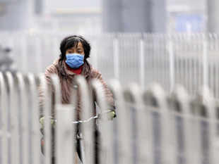 """Thick smog blankets Chinese capital again after a brief respite as air quality reached """"hazardous"""" level of contamination forcing people to stay indoors."""