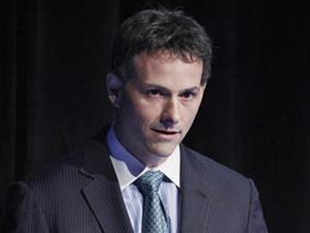 Einhorn had for months been imploring Apple's CFO to have the company issue dividend-paying preferred shares to reward investors