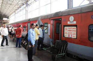 Rail Budget 2013: 'Anubhuti' ticket to cost more than AC 1 Class in Shatabdi