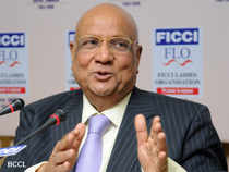 NRI industrialist Lord Swraj Paul today said Finance Minister has done a good job to keep everybody's confidence in the country's economy.