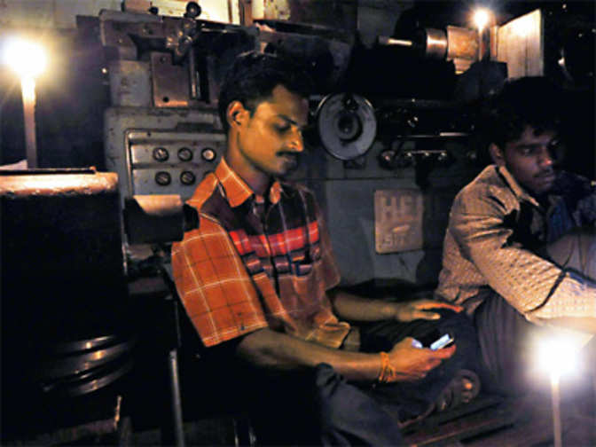 tamilnadu power crisis reason Odisha: power crisis forcing doctors to treat patients under candlelight the reason behind the plight of the hospital is lack of availability of proper electricity, to which the authorities in the area seem to have turned a deaf ear.
