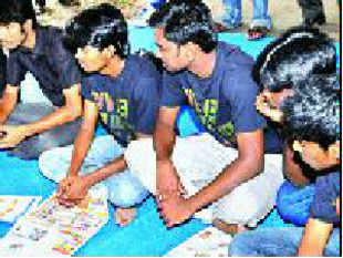 Police removed eight college students who were on a fast-unto-death on the Sri Lankan Tamils issue and admitted them to a hospital.