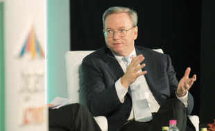 Surprising, but true: Google's Eric Schmidt uses a BlackBerry!!!