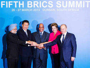 (L-R) Indian Prime Minister Manmohan Singh, Chinese President Xi Jinping, South African President Jacob Zuma, Brazilian President Dilma Rousseff and Russian President Vladimir Putin pose for a family photograph during the fifth BRICS Summit in Durban, March 27, 2013.