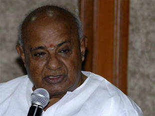 "JD(S) chief, H D Deve Gowda supported the idea of a Third Front, saying it is the ""future"" as people were fed up of corruption under Congress and BJP rules."