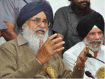 Punjab Chief Minister Parkash Singh Badal today said the Union government must implement the genuine federal structure in the country.