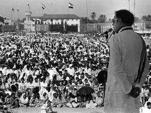 A file picture of former Prime Minister Rajiv Gandhi addressing an election campaign in Mangalore. (BCCL)