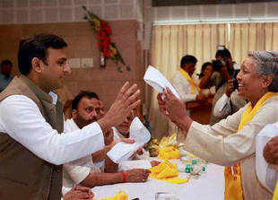 Uttar Pradesh Chief Minister Akhilesh Yadav today distributed cheques of Rs 25,000 to pilgrims from the state who have returned from Kailash Mansarovar yatra.
