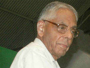 M K Narayanan said the incident deserved to be condemned in the strongest terms and deserved a public apology from the CPI-M politburo.