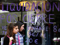 Spain's economic contraction eased in the first quarter as internal demand declined at a slower pace, the Bank of Spain said.