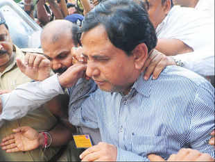 It is still not clear who leaked Saradha group chairman Sudipta Sen's letter to CBI, though the finger of suspicion points to Sen, as well as Trinamool leader Mukul Roy