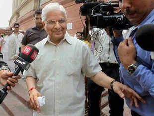 Congress decides to wait-and-watch approach on Ashwani, Bansal