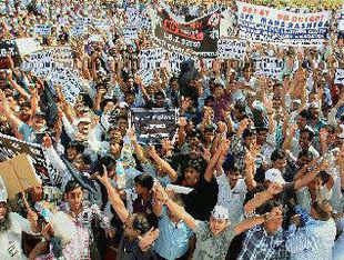 Wholesale and retail traders from Mumbai, Thane and Nagpur have been on an indefinite strike against LBT.