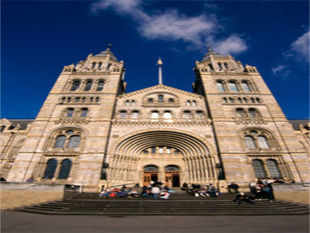 London now offers museum-hopping at night! A number of museums are taking part in the nationwide initiative, so you can chance upon a variety of events such as treasure trails to pyjama parties while touring museums. In Pic: Natural History Museum London England.