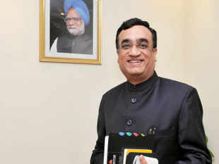 Against the backdrop of allegations of spot-fixing during IPL matches, Union Minister Ajay Maken  said the BCCI should come under the the RTI Act.