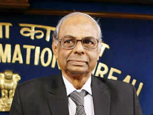 PMEAC Chairman C Rangarajan today said in order to decontrol sugar, state governments should take decision to lift curbs on trade in molasses as it falls under their jurisdiction